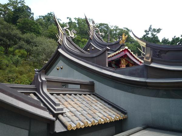 廟裡的屋頂是銅瓦