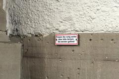 bitte lcheln (powerbook.blog) Tags: sign schild pinkeln