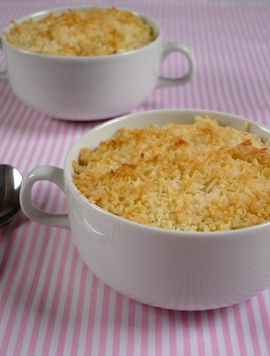 Plum and coconut crumble / Crumble de ameixa e coco