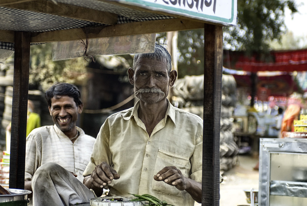 Stopping for a snack on the way to Agra