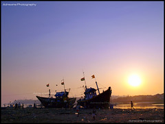 Sunset @ Versova Beach (AdreWine) Tags: sunset india silhouette bombay bom mumbai fishmarket versovabeach