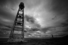 Puerto San Julin, Santa Cruz ([Piuma + Charles]) Tags: santacruz blancoynegro faro playa paisaje cielo nubes tormenta caminar silueta hombre puertosanjulian