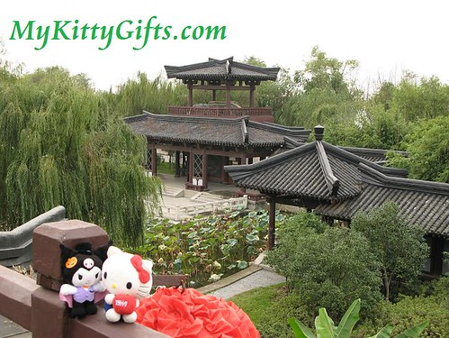 Hello Kitty Meets Kuromi at roof of Queen Palace of Three Kingdoms City, Wuxi
