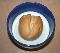 02 - Brötchen in Milch