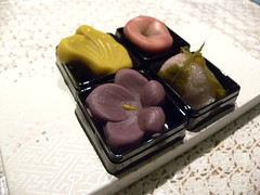 Wagashi (Profumo di Giglio) Tags: travel pink food travelling verde green yellow japan japanese tokyo nikon purple tea culture rosa dolce giallo kawaii coolpix tradition viola giappone cultura cultural p90 giapponese anko ocha  tradizionale  viaggiare tradizione culturale dolcetti dolcetto wagashi