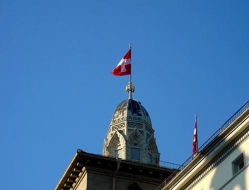 Grossmünster mit Schweizerflagge