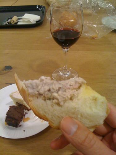 馬鈴薯沙拉加上智利的紅酒