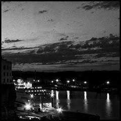 Night comes (joanpetrus) Tags: bw black branco monocromo noiretblanc monotone preto bn squareformat bianco nero negre biancoenero blancinegre 500x500 blan bwdreams joanpetrus