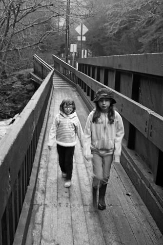 girls_walkway