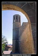 Barcelona - Monestir de Pedralbes (CATDvd) Tags: barcelona building architecture arquitectura edificio catalonia monastery april2005 catalunya monasterio edifici monestir nikonf65 catdvd monestirdepedralbes davidcomas
