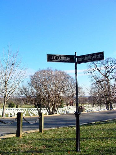 Sign pointing the way to Kennedy's grave