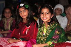 Friends forever (Ghadeer Q) Tags: old girls red portrait green smile kids canon hair mai kuwait tradition kes canon1855 lulwa   25february  kuwaitnationalday ghadeerq
