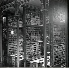 Main Hall (Public Library of Cincinnati & Hamilton County) Tags: cincinnati library books oldmain mainhall alcoves