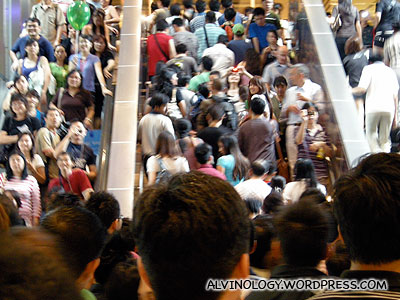 Crowd heading to IT Show via City Link Mall