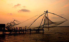 My Cochin (Jyothi Vaidyanathan) Tags: city sunset red india net fishing hometown chinese kerala cochin kochi fishingnet fortcochin chinesefishingnet lpskyline2