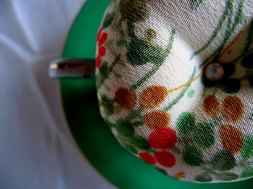 28 March : tea cup pin cushion
