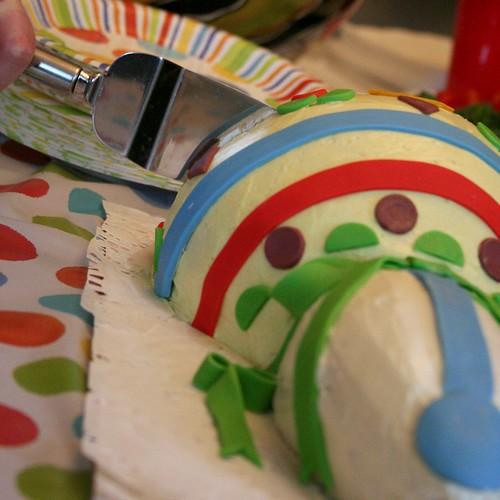 Leti Cutting Cake