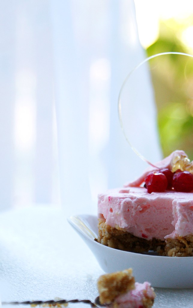 Redcurrant cottage cheese cake