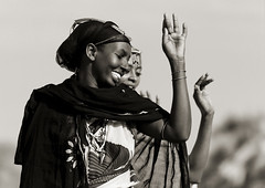 Gabbra women dancing - Kenya (Eric Lafforgue) Tags: africa people smile dance women desert kenya african culture danse tribal tribes afrika tradition tribe ethnic ramadan kenia femmes tribo headdress afrique headwear ethnology headgear tribu eastafrica rift gabra qunia 2153 lafforgue gabbra ethnie  qunia    kea   africa cuylture east  a