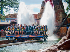 Splash Finale (kevkev44) Tags: water fun rollercoaster buschgardens buschgardenstampa themeparks sheikra ruleofthirds annoyingtourgroups tourgroups watercannon braziliantourgroups sprayedwater