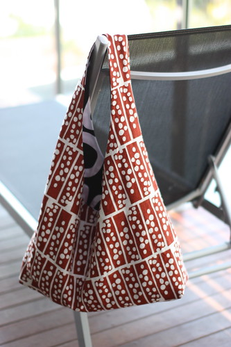 circle squares and lotta reversible beach bag / Suzie Fry