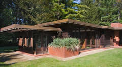 Weltzheimer/Johnson House :: Frank Lloyd Wright 1947 - 1949 (Pat Kilkenny) Tags: wood blue ohio sky kitchen grass canon landscape bedroom october franklloydwright plans 2008 oberlin floorplans johnsonhouse usonian weltzheimerjohnsonhouse canon40d patkilkenny weltzheimer