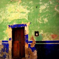 """has definite """"curb a'peel""""  :-) (msdonnalee) Tags: door wall mexico puerta  entrance doorway porta mexique porte portal peelingpaint tr entry mexiko fixerupper   photosfromsanmigueldeallende photosofsanmigueldeallende photosbydonnacleveland"""