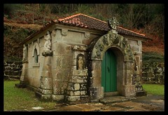 Capela dos Santos Reis (_madmarx_) Tags: verde stone architecture eos rebel arquitectura chapel galicia pedra riasbaixas piedra capela bueu santosreis platinumphoto aplusphoto valado madmarx