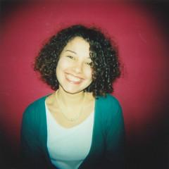 Perchè se sorridi è meglio...no? (Sartori Simone) Tags: red portrait woman verde green girl smile holga lomo lomography pearls sorriso backstage rosso ritratto perle ragazza stefania holga120cfn ©allrightsreserved simonesartori atechehaibisognodisorridere