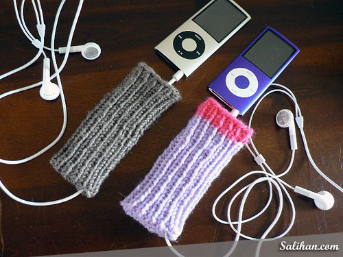 "iPod Nano Knitted Socks with Earphone ""Pocket"""