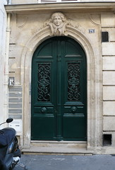 Paris, rue de Grenelle. (Marie-Hlne Cingal) Tags: door paris france puerta wroughtiron porta porte tr ruedegrenelle ferforg detalhesemferro