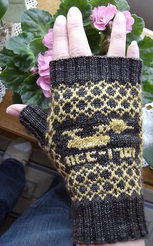 Ravelry Llp Fingerless Mittens Star Trek Pattern By Audrey Paquin
