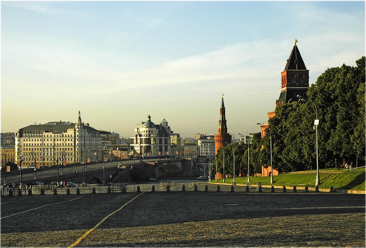 Moscow. Vasilyevski descent. Москва. Васильевский спуск.