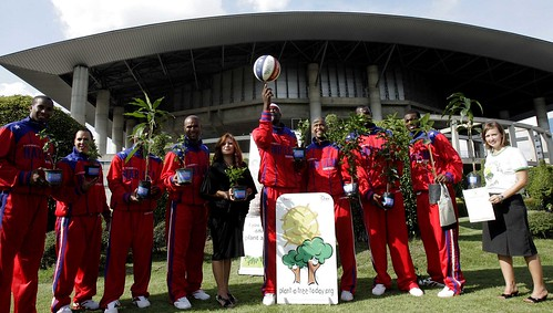 Harlem Globetrotters support Plant a tree Today Foundation