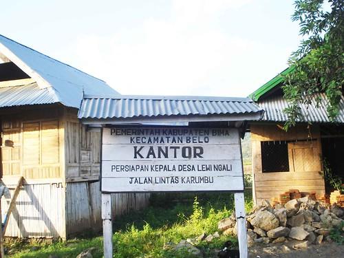 kantor desa lewi1