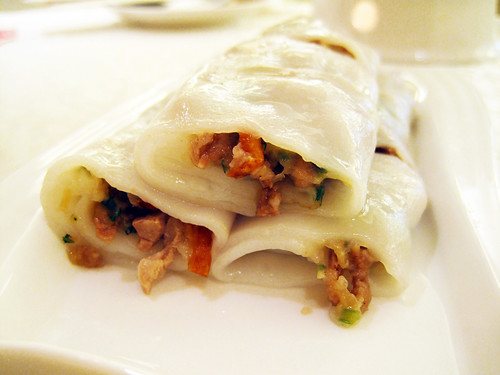 steamed rice rolls with shredded duck and pork liver