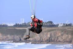 Parapentiste (Sbastien Delaunay) Tags: sport libert parapente voler loisir survol parapentiste