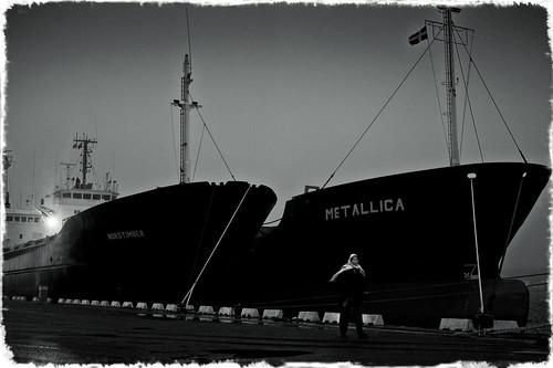 Cargo Ship Metallica With Lady  (_DSC5974)