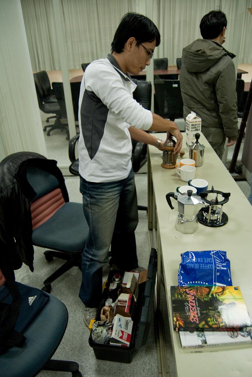 回到研究室煮咖啡