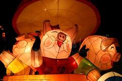 2007-03-03 1126 2007 Taipei Lantern Festival (Badger 23 / jezevec) Tags: festival night lights pig colorful taiwan parade taipei formosa float  hai taipeh boar  lanternfestival 2007  chineselantern  chiangkaishekmemorialhall  republicofchina yearofthepig    aonuevochino  capodannocinese   taiwn chaingkaishek   20070303    tapeh    badger23 shangyuanfestival ftedeslanternes     lyhtyjuhla chinesischeslaternenfest