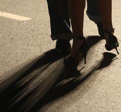SOMBRAS DEL 2 X 4. BUENOS AIRES. ARGENTINA. (tupacarballo) Tags: argentina canon calle mujer buenosaires danza tacos unesco zapatos tango sombras hombre 2x4 piso antropologa patrimonioculturaldelahumanidad tupacarballo