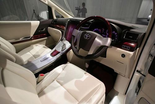 Toyota Alphard 2009 Cockpit