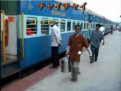 印度在火車外叫賣的咖啡和茶販