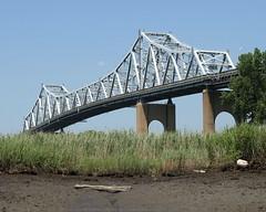 Goethals Bridge over Arthur Kill, Staten Island-New Jersey (jag9889) Tags: nyc bridge ny newyork creek puente newjersey google kayak elizabeth crossing nj bridges ponte kayaking pont interstate statenisland brcke paddling marshland waterway oldplace unioncounty 278 cantilever i278 arthurkill goethalsbridge panynj goethals k086 y2009 jag9889