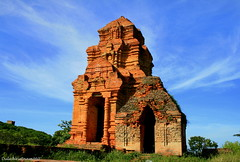 Poshanu Towers (DulichVietnam360) Tags: voyage travel history architecture canon wonderful site asia flickr place country towers location tourist vietnam explore architect histoire asie cham champa tourisme 2007 phong historique phanthiet touriste vitnam holysite binhthuan explored chm kintrc champakingdom phanthit canon400d thp platinumphoto chm bnhthun ditch thpchm poshanu earthasia dulichvietnam dulchvitnam bonjourvietnam dulichvietnam360 lchs vnha tnc poshanutowers thpposhanu shivagenie banaihill kintrchalai halai ditchkintrcnghthutcpqucgia phosahinu thpchmphhi thpchm phhi cchnghthutcchmpa