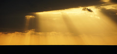 rayos de luz (c@rlos G@rijo) Tags: sol atardecer mar playa cielo nubes nublado puestadesol rayosdeluz canteras