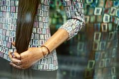 Tiens-toi à carreau(x) ((stephenleopold)) Tags: mannequin grenoble main reflet fuji200 bois vitrine bras victorhugo carreaux imprimé marche2 chinoncm4 crève4