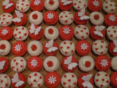 CUPCAKES FOR TRACY'S RED WHITE GOLD WEDDING