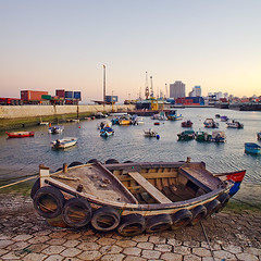 Lisboa - Docas do Poo do Bispo (Sr. Cordeiro) Tags: rio docks canon river boat barco olympus tires 5d f2 24mm om tejo zuiko mkii pneus ilustrarportugal docasdopoodobispo todosabidosmeetingip4outubro