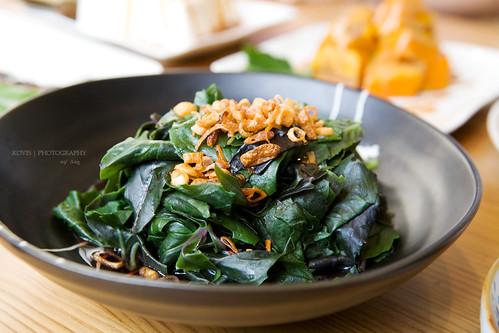 自家種的紅鳳菜,油蔥好像也是自己炒的